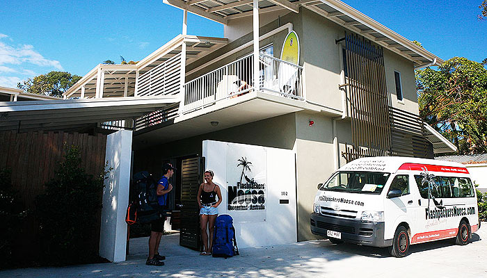 Free-Noosa-Backpackers-Hostel-Courtesy-Bus